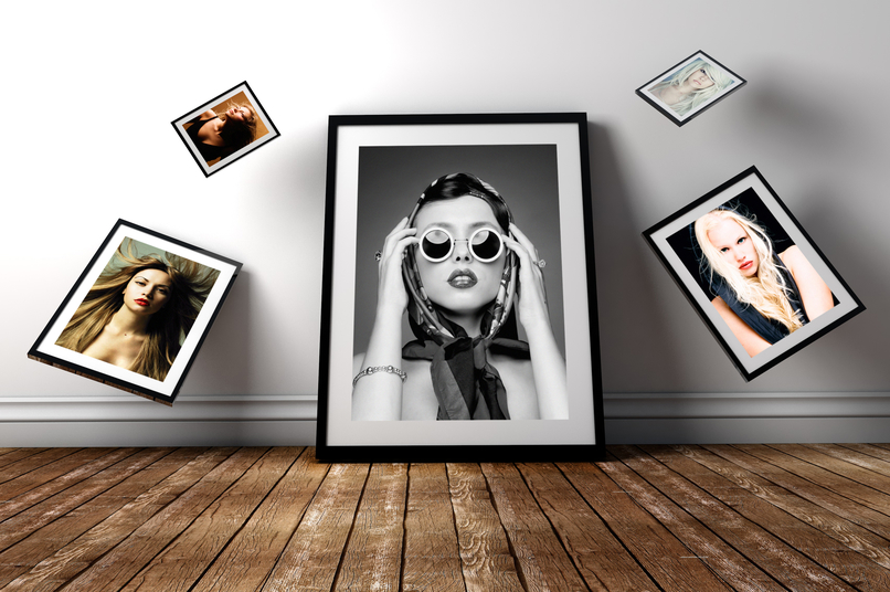 free-gravity-photo-frame-psd-mockup-2