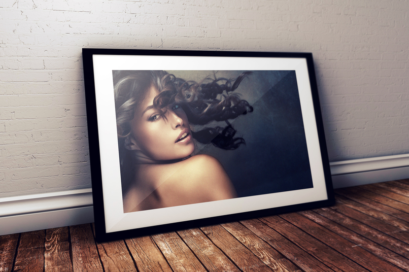 free-photo-frame-photoshop-psd-mockup-2