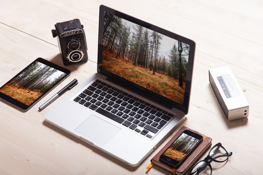 macbook-iphone-ipad-and-vintage-photo-camera-2