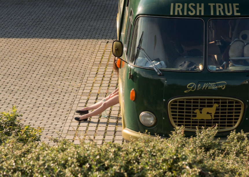 irish-bus-and-girls-leg