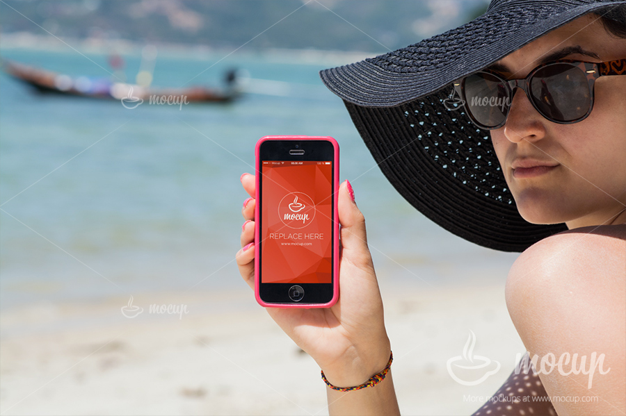 PSD-Mockup-iPhone-Lady-on-the-beach