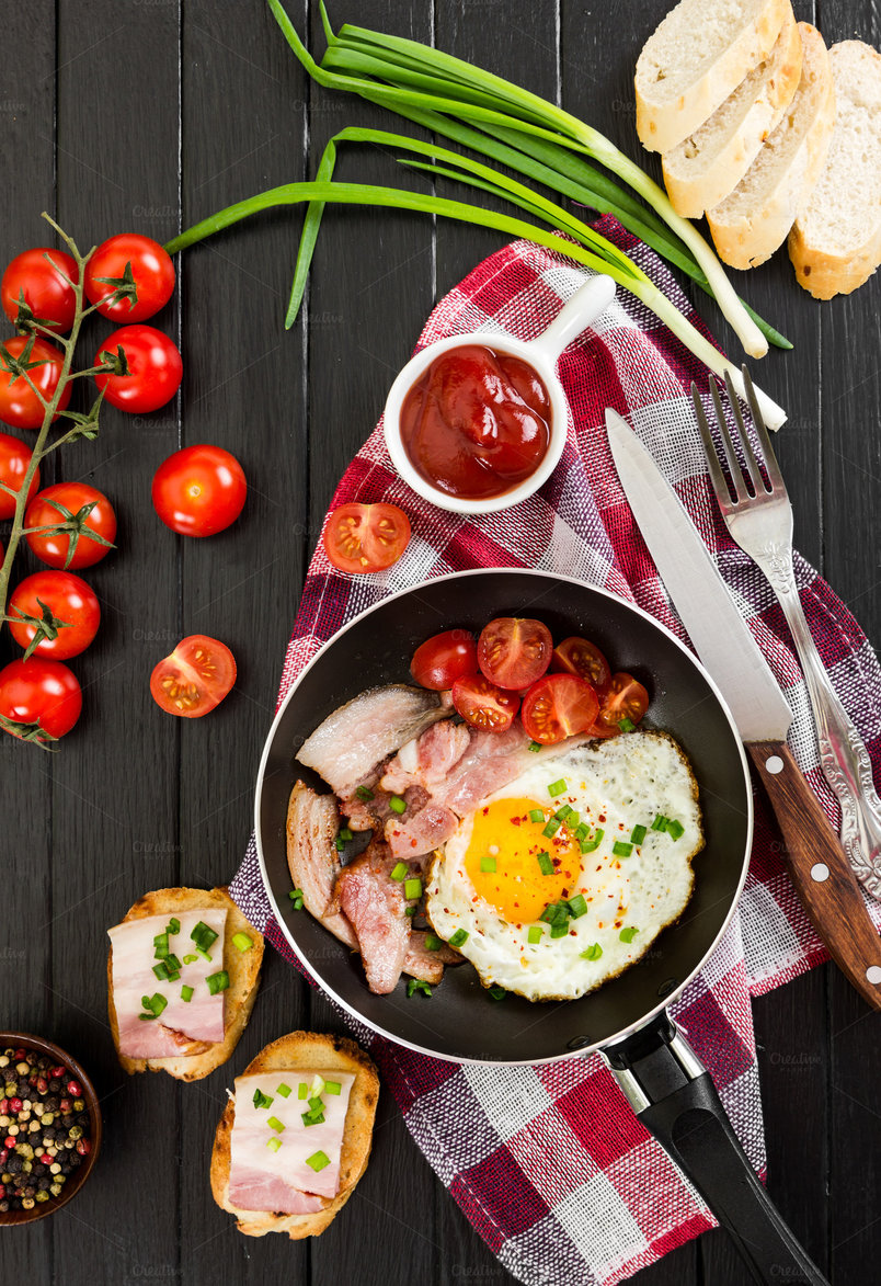 fried-eggs-with-ham-and-tomatoes-2