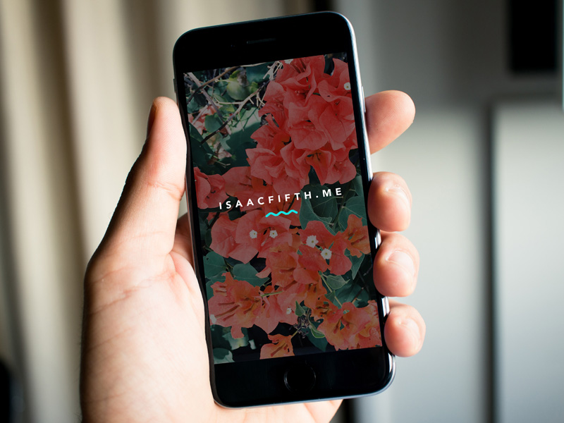 photorealistic-iphone-mockup-freebie