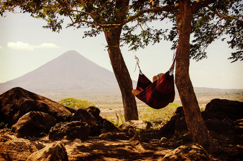 woman-hammock-mountain-2