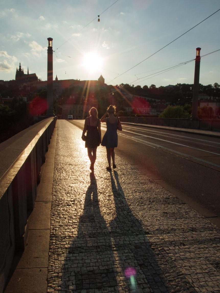 girls-walking-on-the-prague-bridge