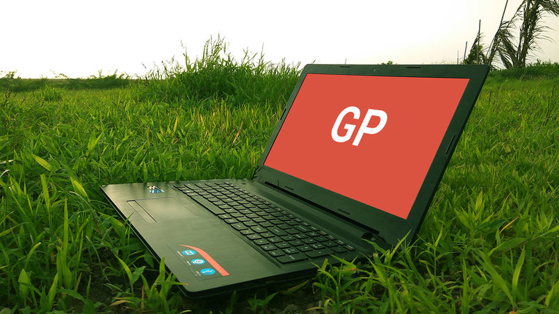 laptop-on-grass-mockup-2