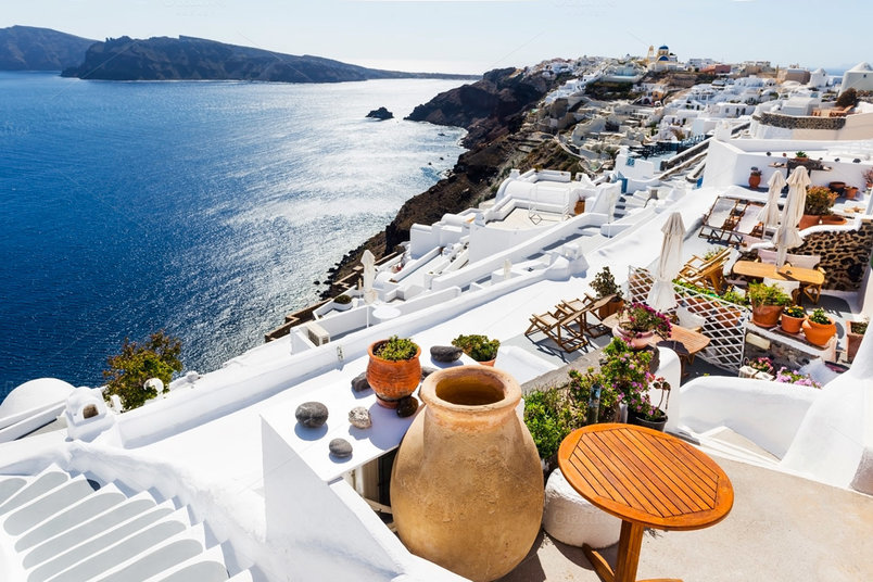 sea-view-in-oia-santorini-greece-2