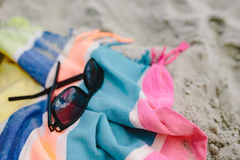 sunglasses-on-a-pastel-blanket-2