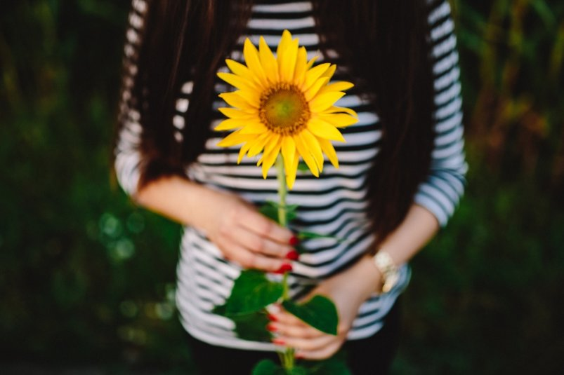 girl-with-sunflower-2