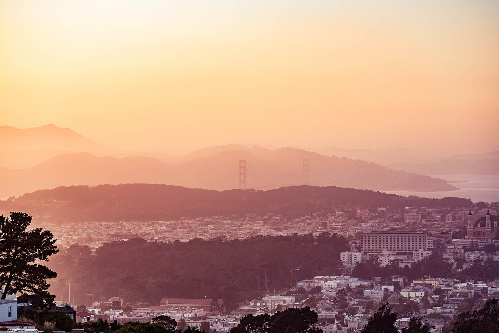 evening-san-francisco-hills-with-the-golden-gate-bridge-in-the-distance