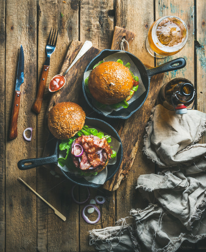 beef-burgers-in-cast-iron-pans-2