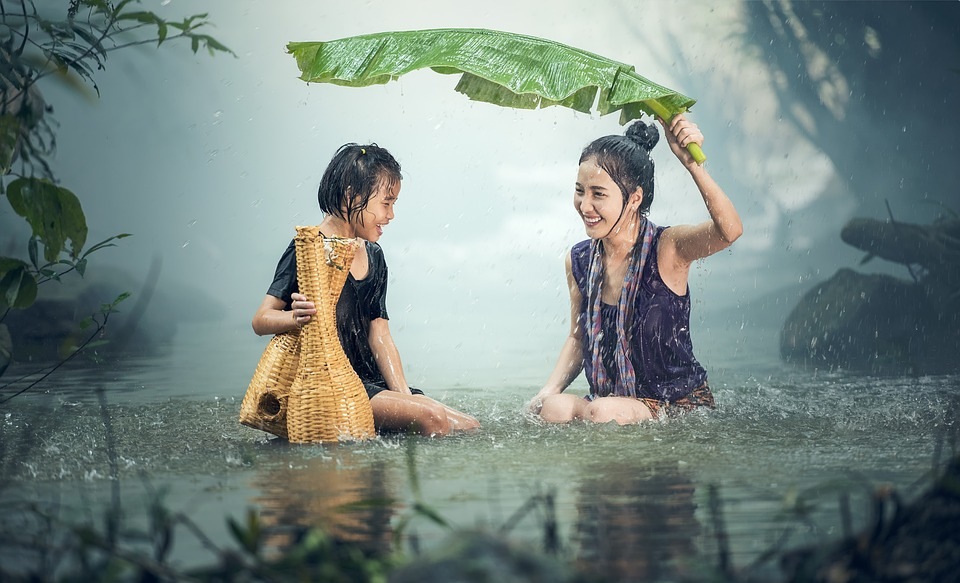 young-girls-in-the-rain
