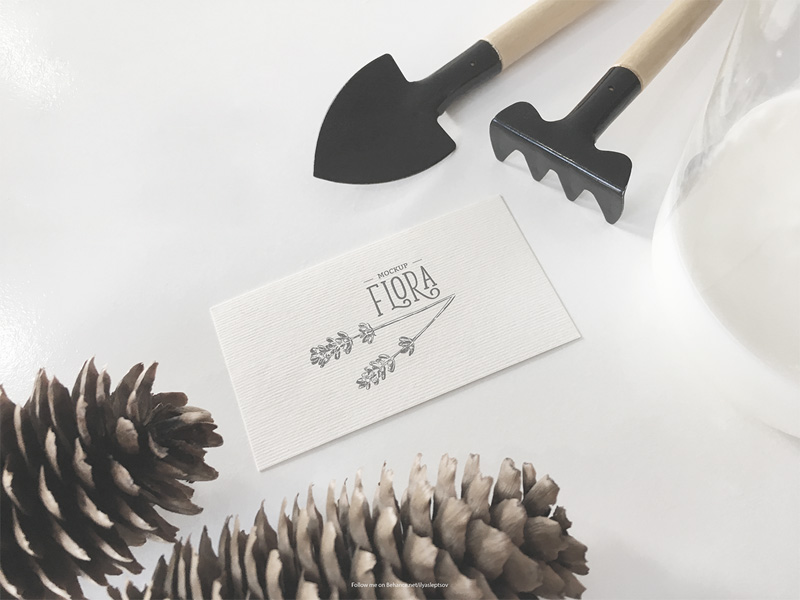 invitation-card-mockup-freebie